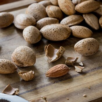 Almond in shell Ferraduel organic & raw