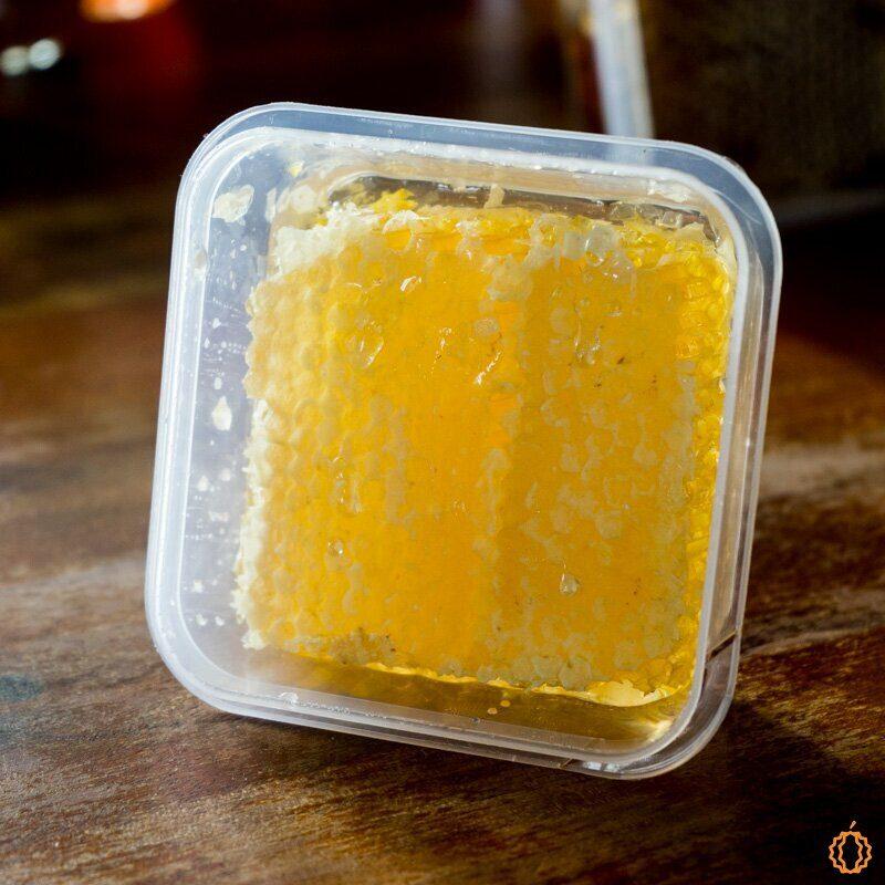 Rosmarin-Honig in der Wabe